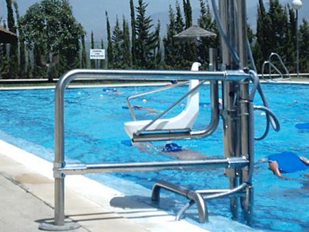 Silla elevadora de piscinas para discapacitados for Sillas para escaleras minusvalidos