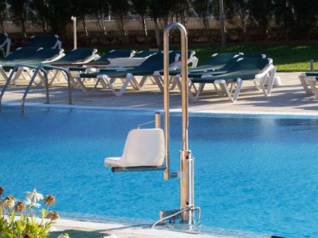 Silla elevadora de piscinas para discapacitados for Sillas para discapacitados