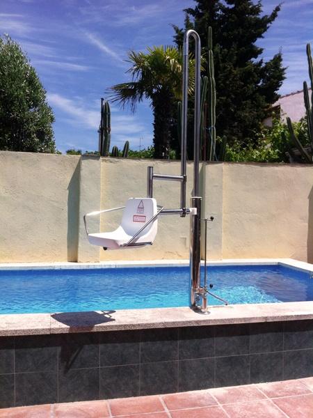 Sube escaleras de piscina para discapacitados for Instalaciones de albercas pdf