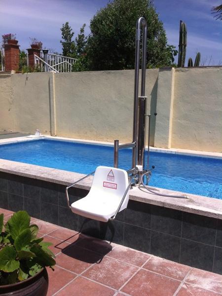 Sube escaleras de piscina para discapacitados for Guia mantenimiento piscinas