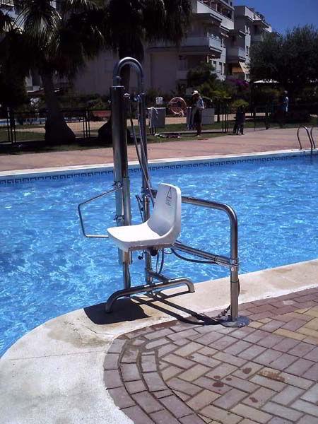 Sube escaleras de piscina para discapacitados for Vaso piscina poliester segunda mano